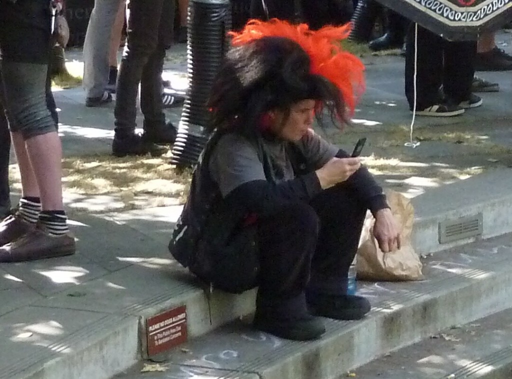 Clown @ 9-13-12 Seattle federal courthouse rally for Grand Jury Resisters